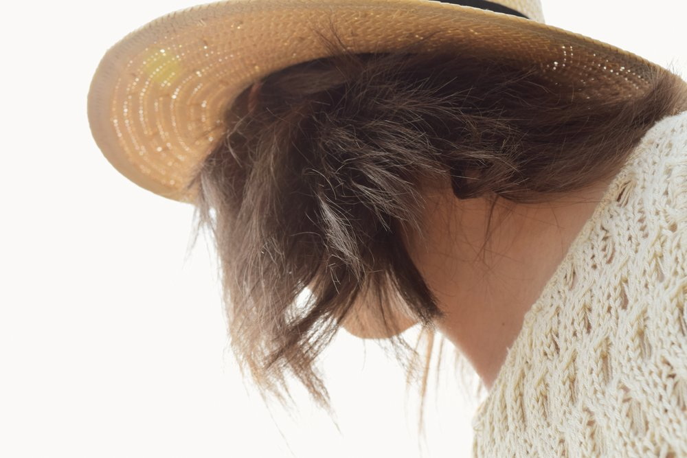 panama hat and beach waves hairstyle