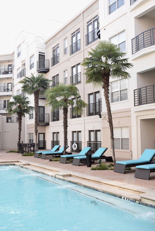 dallas-airbnb-poolside-length.jpg