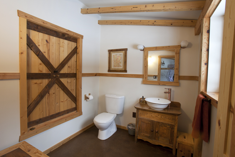 Barnhome Bathroom Downstairs.jpg