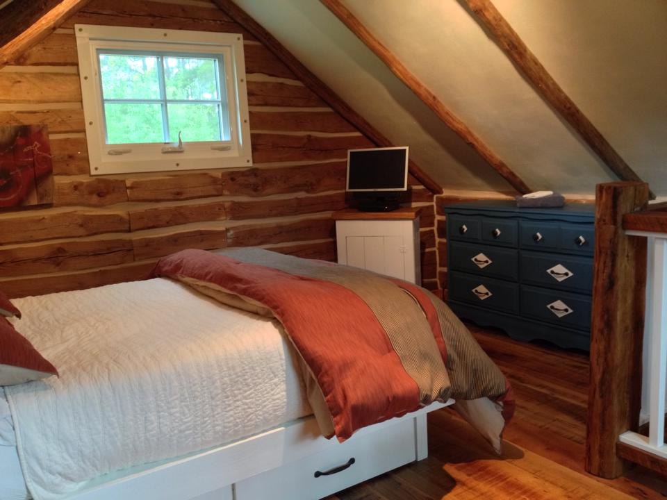 Log Cabin Bedroom 2.jpg