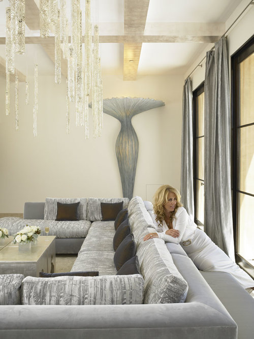 Purple velvet brings an air of luxury to the small bedroom [Design: Amy Noel