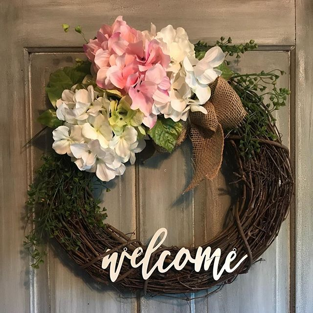 Bring on the bright colors! #summertime #summerwreath #wreath #welcome #wreath #grapevine #frontdoordecor #lhbdesigns @lhbdesigns 🌸