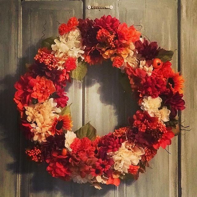 New #wreath #fall #falldecor #homeideas #frontdoor #fallstyle #door #lhbdesigns @lhbdesigns