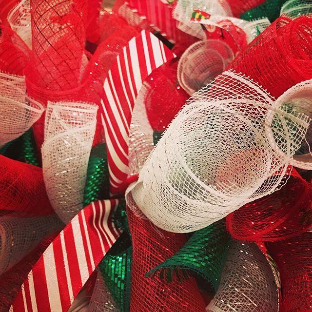 A #sneakpeek of my newest #christmas #wreath #handmade #homedecor #homeideas #christmasspirit #christmasdecorations #lhbdesigns @lhbdesigns ⛄️🎅🏼🤶🏼