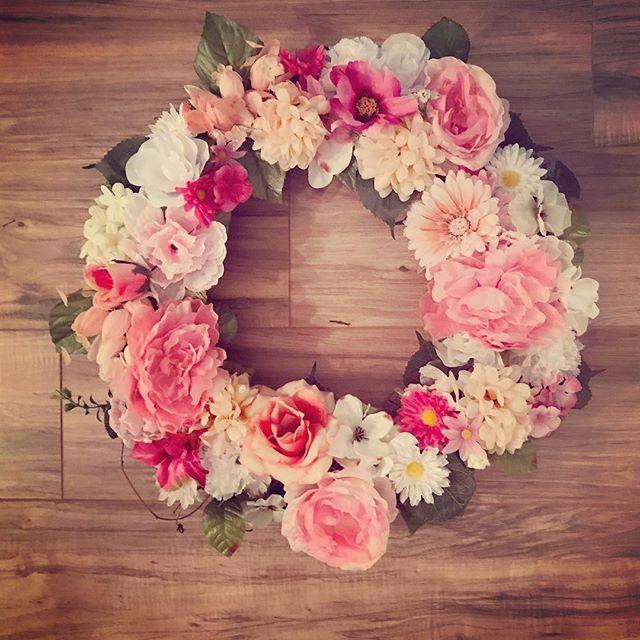 Bright Summer Fun - LHBDesigns🌻#lhbdesigns #wreath #doordecor #etsy #frontdoor #instadecor #handmade #homedecor #supporthandmade #homeideas #summerwreath #theperfectgift #makeahouseahome #grapevine #flowerlove