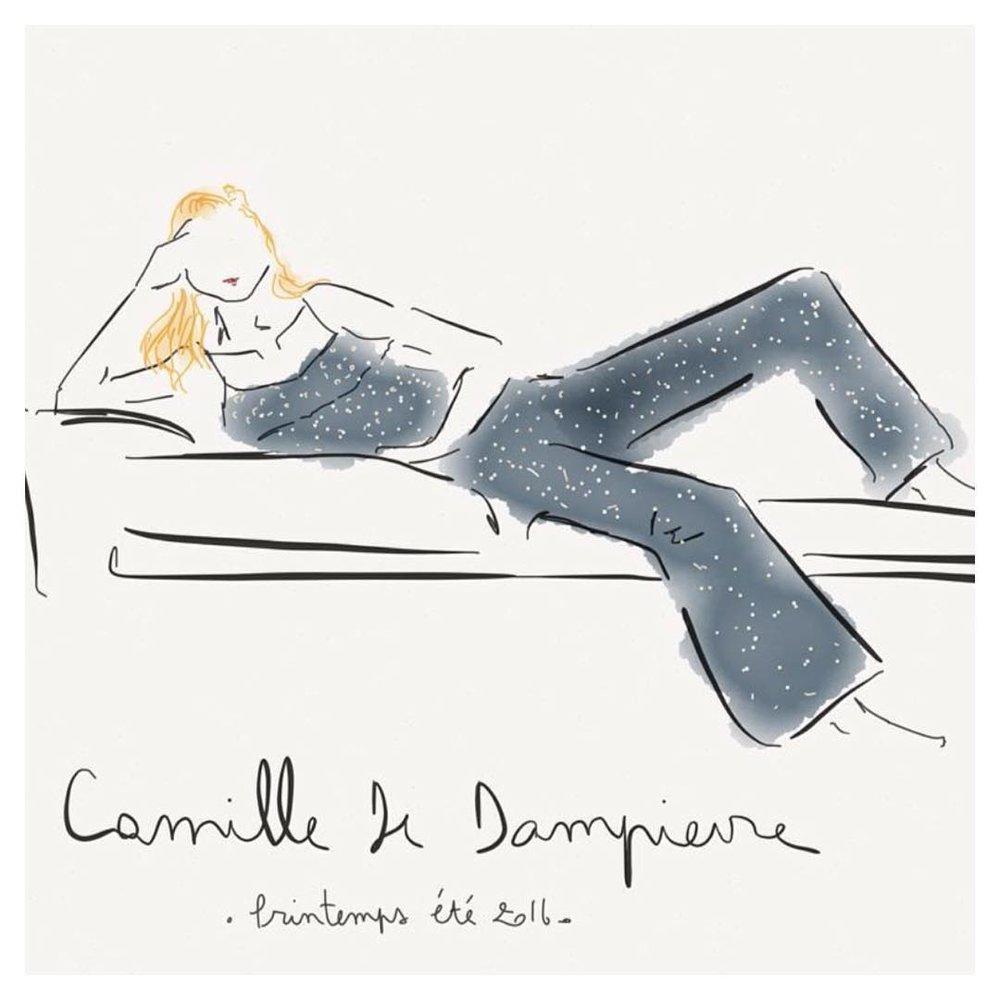 Le dessin du vêtement - La créatrice et fondatrice de la marque, Camille, ne cesse jamais d'imaginer de nouvelles pièces à ajouter à votre dressing.Le raffinement nonchalant des parisiennes, l'histoire des vêtements vintages ou encore la beauté iconique de Jane Birkin sont autant de sources d'inspiration qui confèrent à son style son authenticité, sa poésie et son élégance. Les modèles de Camille sont empreints d'une harmonie électique, superbe synthèse de ses goûts personnel. Chaque détail est conçu à partir d'une perspective féminine, et dans le but de proposer des modèles indémodables. C'est parce qu'elle dessine en pensant à ce que les femmes aimeraient porter que ces dernières aiment tant s'habiller avec ses créations.