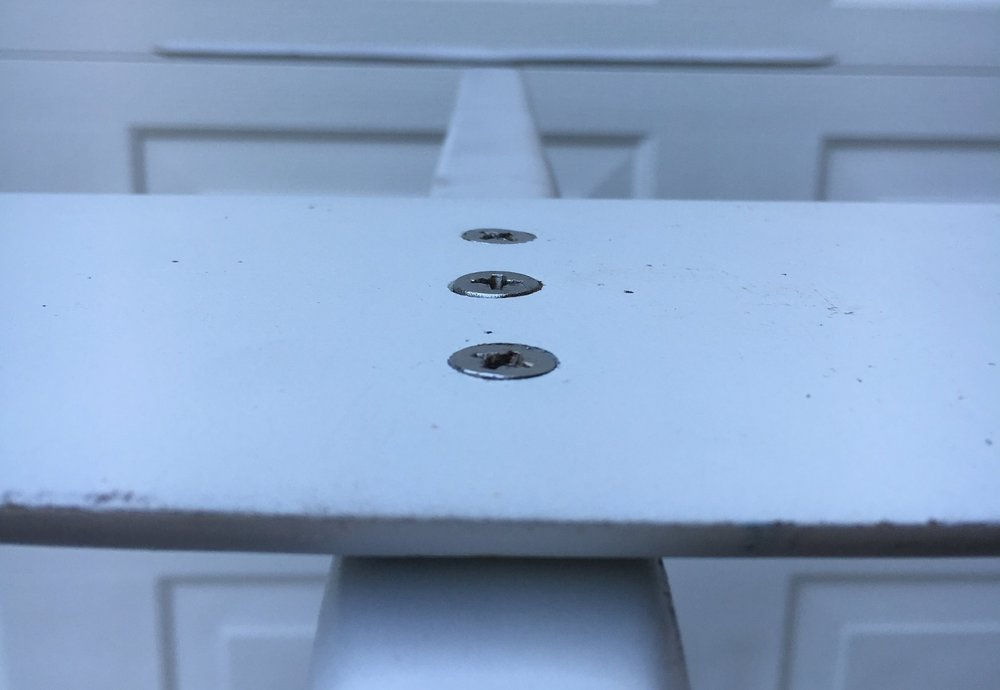 - Countersunk bolts sit flush with the wing surface. A countersunk drill bit is needed and this method is less forgiving with drilling inaccuracies.