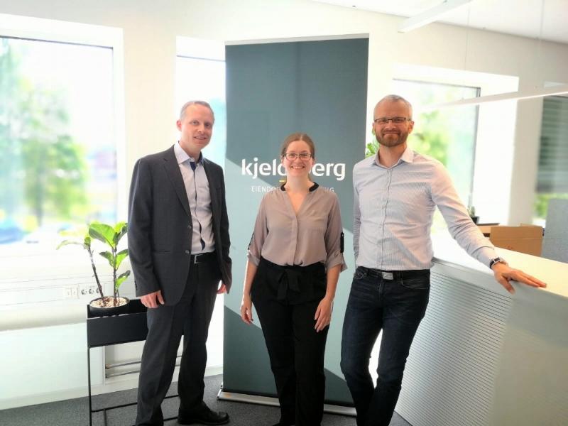 Daglig leder Erik Erlien (t.h.) og Elise Otterlei fra Kjeldsberg Eiendomsforvaltning sammen med Bård Myrstad fra Simplifai.