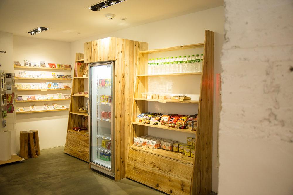 軽食やスナックのある小さなお店!