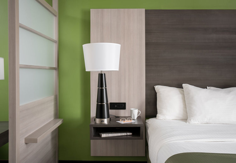Simplicity Plus Signature Hotel Line | Nightstand and Screen Wall