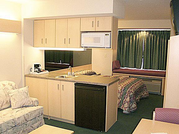 Microtel Classics | Suite Room