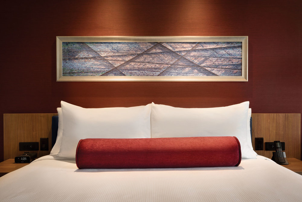 The-Landing-Hotel---Accessible-1-King-Guest-Room---1221884.jpg
