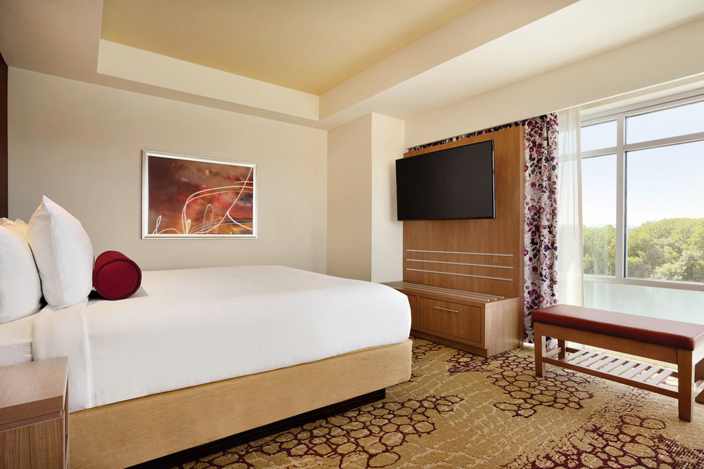 The-Landing-Hotel---Corner-Guest-Room-with-View---1221924.jpg