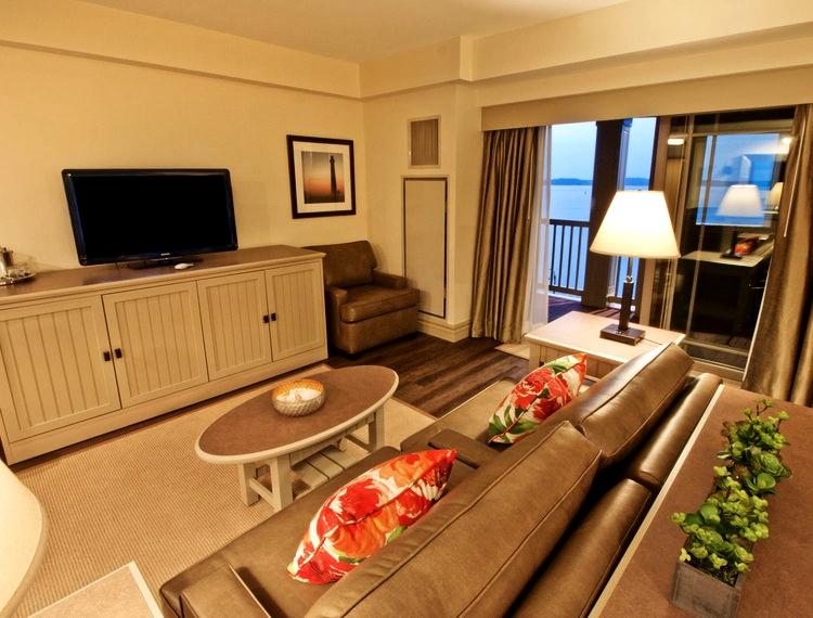 1,000 Island Hotel | TV Console