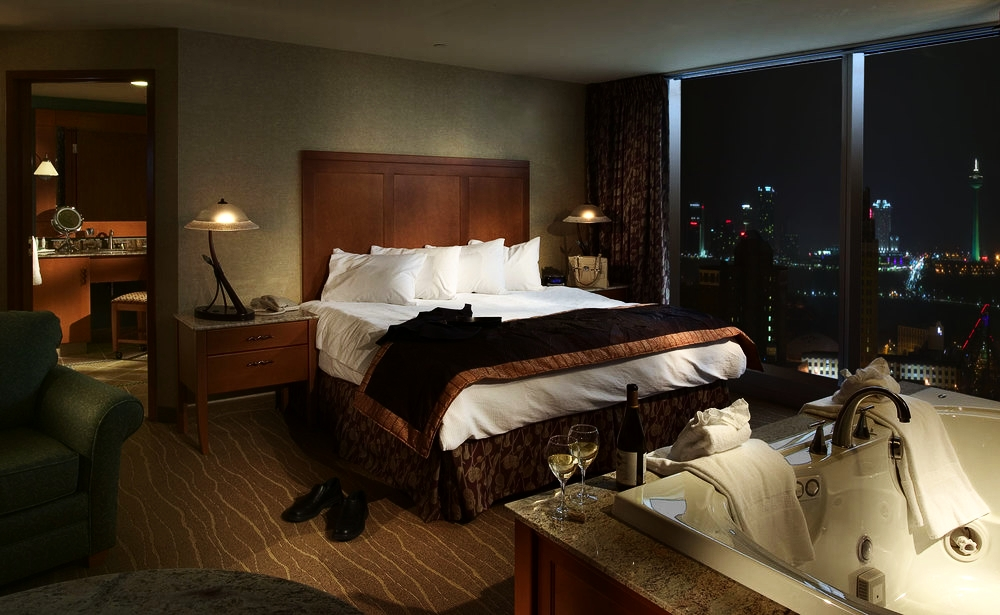 Seneca Niagara Casino | Center Suite