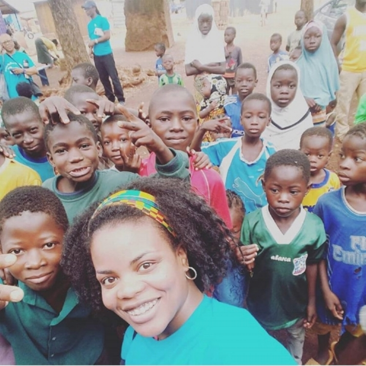 Dr. Rasheeda Johnson and the kids after educating them all on proper hygiene and brushing habits. All the kids received fluoride treatment and a supply toothbrushes and toothpaste.