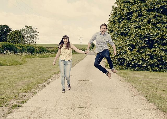 2803ec1ee50c88dcc00a1f9cf473205e--cute-poses-couple-shoot.jpg