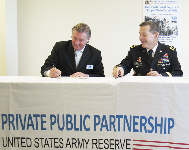Left to right: FASTPORT CEO Bill McLennan and Chief of the Army Reserve LTG Jeffrey Talley sign the joint memorandum of understanding