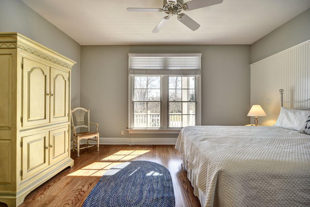29 Winthrop Rd bed.jpg