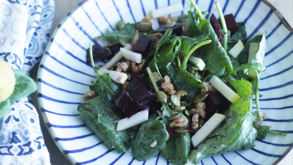 Light & Simple Beet Salad - Perfect on-the-go lunch.Click on the image for the full recipe!