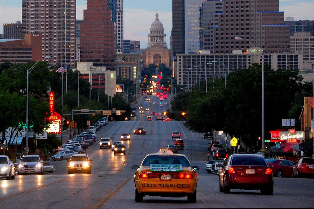 Congress Ave, Austin, TX (Photo: Wikimedia Commons, LoneStarMike)