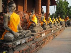 Yai Chai Monkhol buddhas