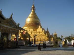 Main chedi at Kuthodaw Phaya