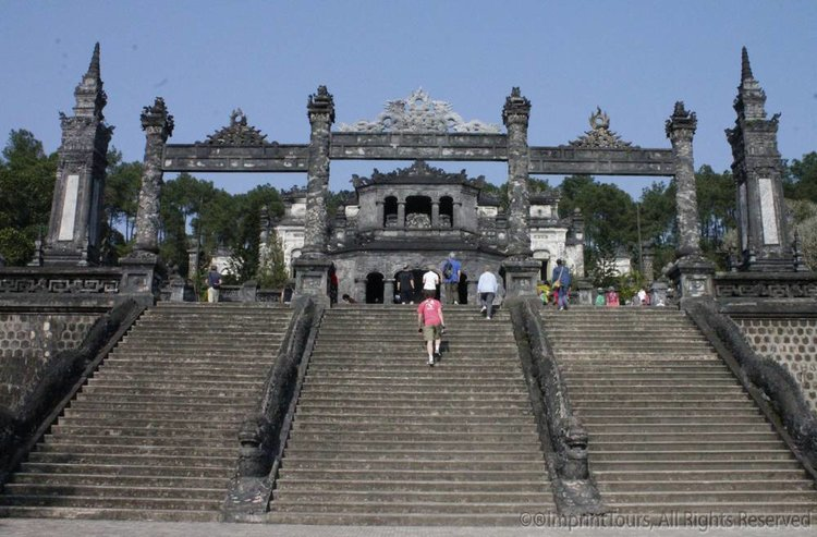 MG_3035-staircase-to-Tu-Duc-tomb-edit.jpg