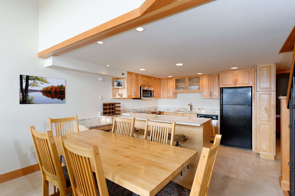 Crestwood Condominiums Deluxe Dining-Kitchen-HIGHRES.jpg