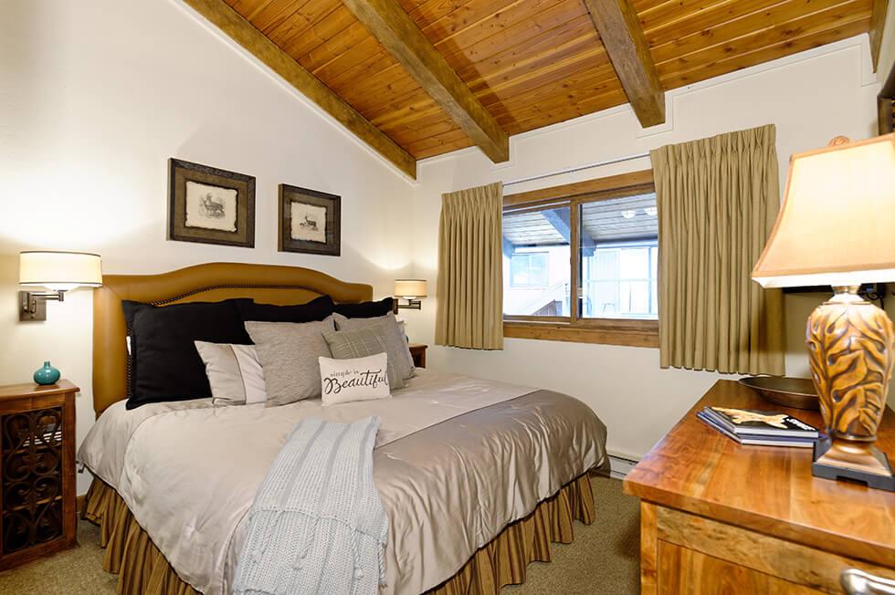 Crestwood Condominiums 1 Bed Loft Premier 02.jpg
