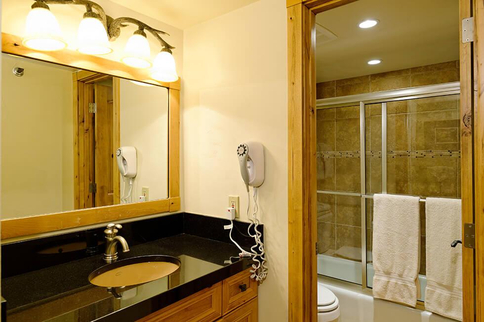 The Crestwood Condominiums 1 Bed Loft Deluxe04.jpg