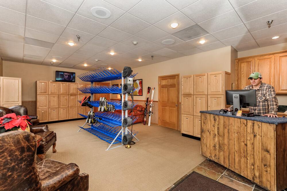 7 Ski Room.jpg