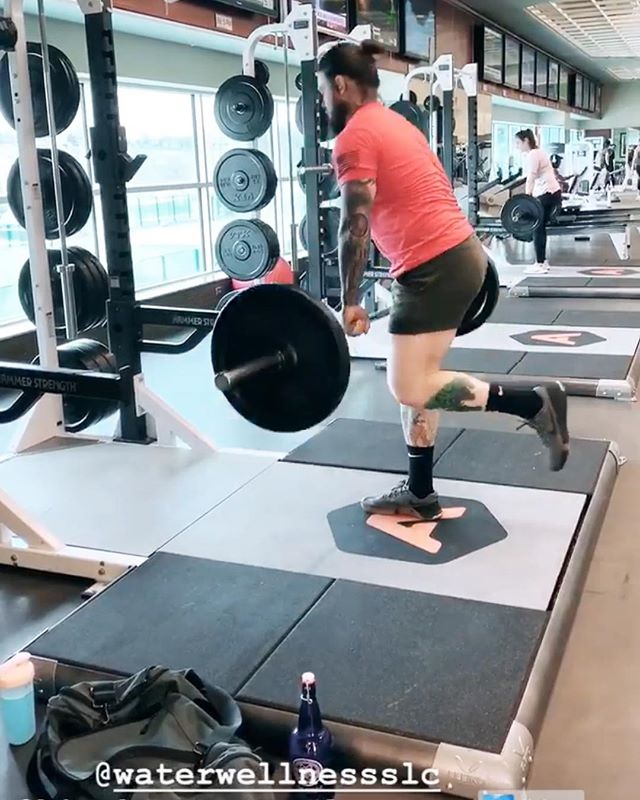 🏋🏼♂️ Balance is everything! Check out this leg and back workout by @the_cultured_savage.  We love when you tag us in your works-outs and glad to see our blue bottles going to work as well!  #waterwellnessslc #waterwellness #alkalinewater #alkaline #healthy #organic #vegan #plantbased #alkalineliving #health #waterhealing #slcwellness #slcyoga #utahwellness #healingwater #saltlakecity #sugarhouse #slcfitness #waterfacts #slcwater #legday #weightlifting #athlete