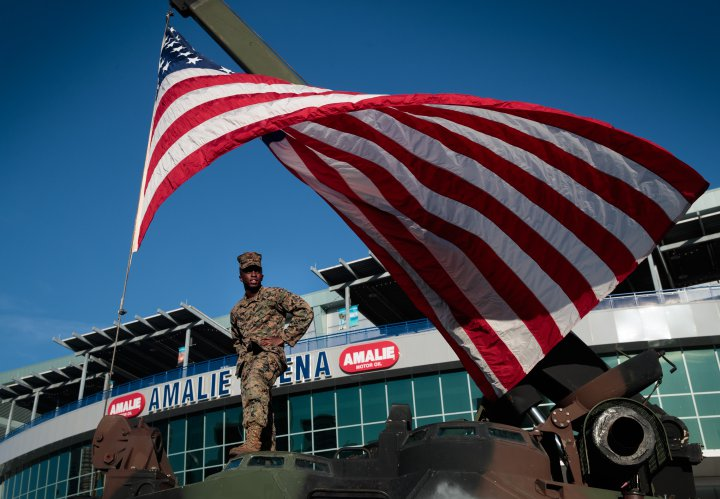 us-army-flag-veterans-day-tampa-florida-2016-gettyimages-622227668.jpg