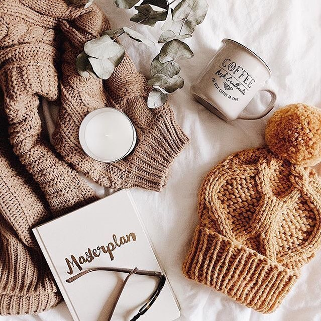 Who would have ever thought that it was going to be this cold in LA 🤷🏽‍♀️ Tonight's prep time will consist of coffee and a cozy sweater 😩 Perhaps we brought the cold weather with us from Toronto?  #leigheventseverywhere . . . . #winterinlosangeles #thinkingofamasterplan #insidevenue #photoshootprep #prepnight #eventplanner #losangeles #weddingplanner #travelblogger #womenwhohustle #femaleentrepreneur #bosslady #leigheventsco #leighevents