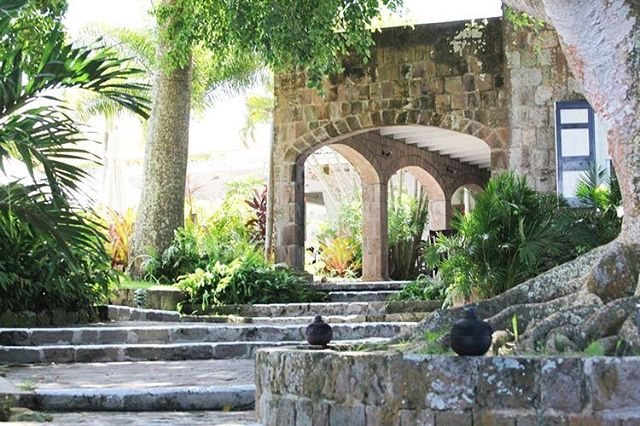 Can you imagine hosting your event at this lovely venue? Searching for the perfect space is such an important step of the planning process as it sets the tone for event!  #leigheventswedding . . . . . #weddingvenues #venuescouting #stkittsandnevis #receptionvenue #torontoweddingplanner #luxurywedding #tropicalwedding #destinationwedding #leigheventsco #leigheventseverywhere #leighevents
