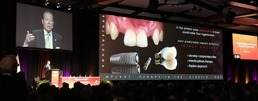 Dr. Ernesto Lee introducing the S.M.A.R.T. method to the profession for the first time during the 2017 Academy of Osseointegration Meeting in Orlando, Florida.