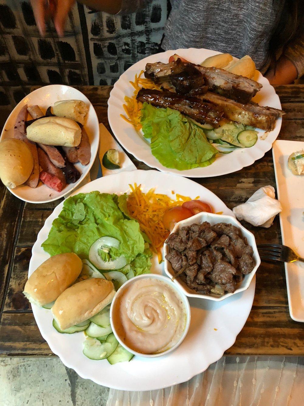 Carne Encebollada at El Chanchullero