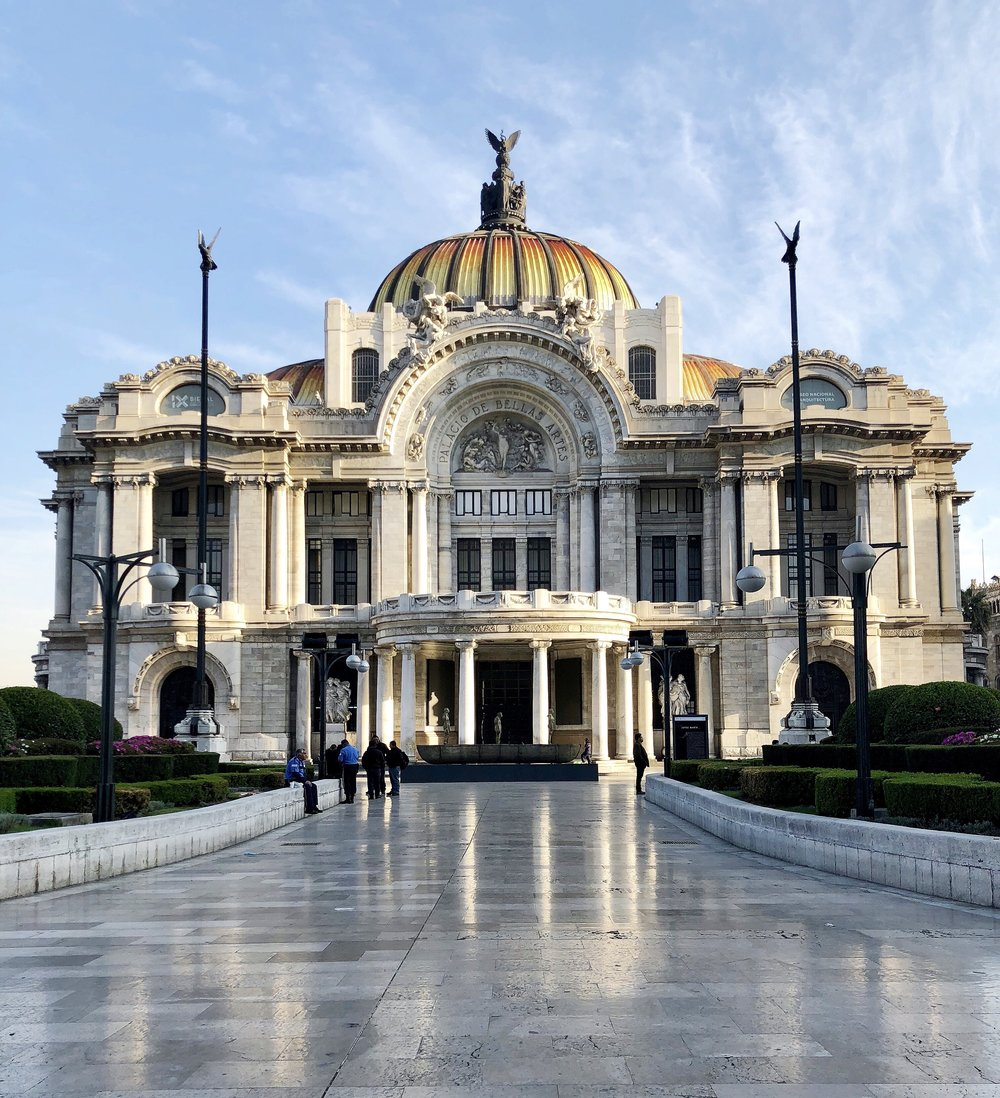 Palacio de Bellas Artes before the mounds of tourists appeared