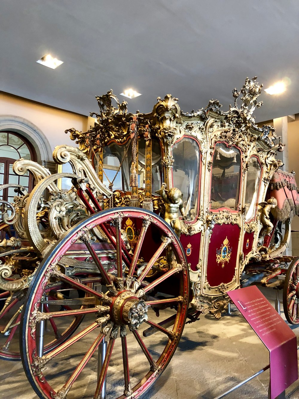 A carriage exhibit inside the Chapultepec museum