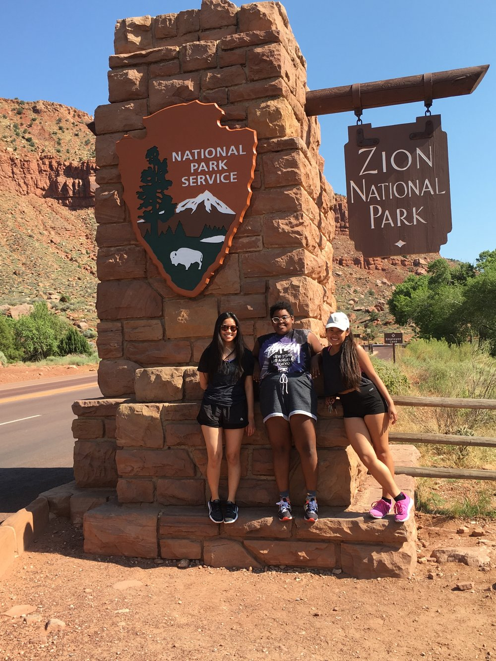 Hiking trip with my bestfriends Elaina and Romy to Angels Landing! (Zion National Park, Utah)