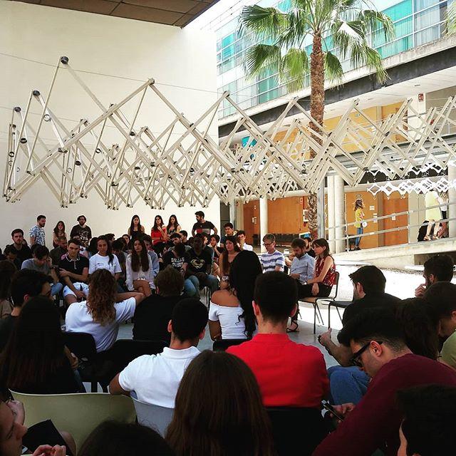 Jury final de curso en Alicante. Estructura de madera desplegable hecha por nuestros geniales alumnos de #proyectoszero . #perezpiñero #lightweight #structures #workshop #pzerolhrc