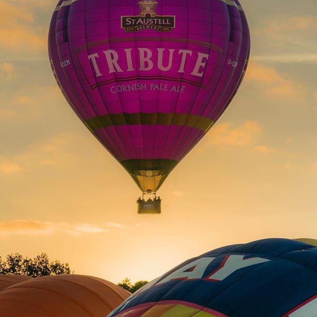 Lift off at sunrise #bristol #balloonfiesta