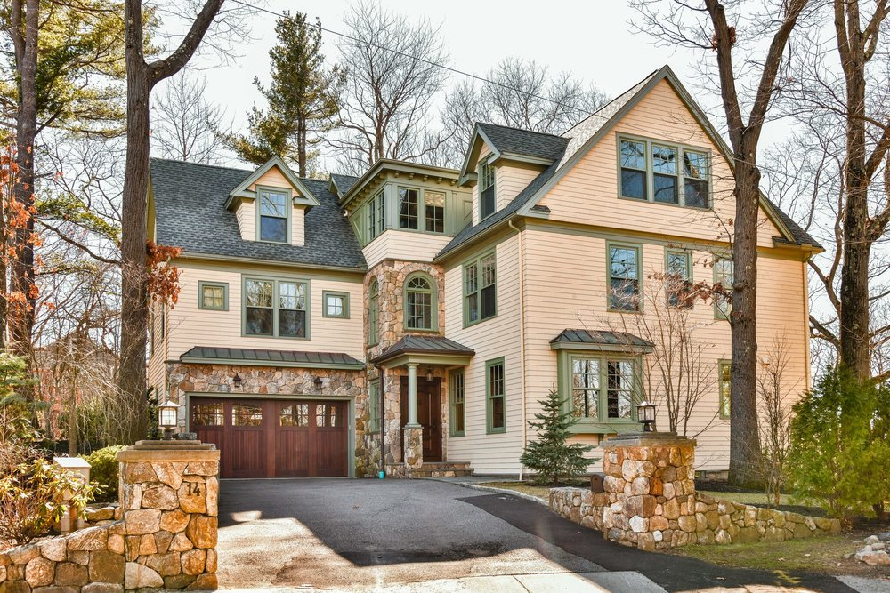14 Manet Cir, Chestnut Hill