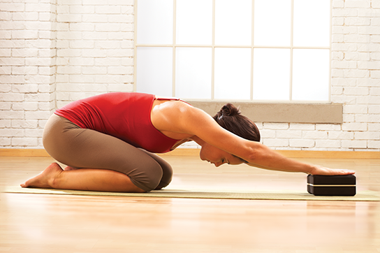 Windham-Pilates-3c-_0015_Paulina_stretch_block.png