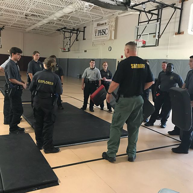 Cpl. Cliff Williams came out to the Explorer Ride Along Academy to teach the Explorers some basic DT (defensive tactics) #pascoproud #pascoexplorerpost916  @pascosheriffsoffice