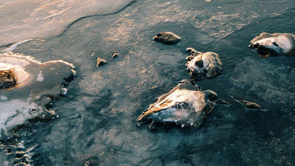 golden-hour-frozen-lake-rocks