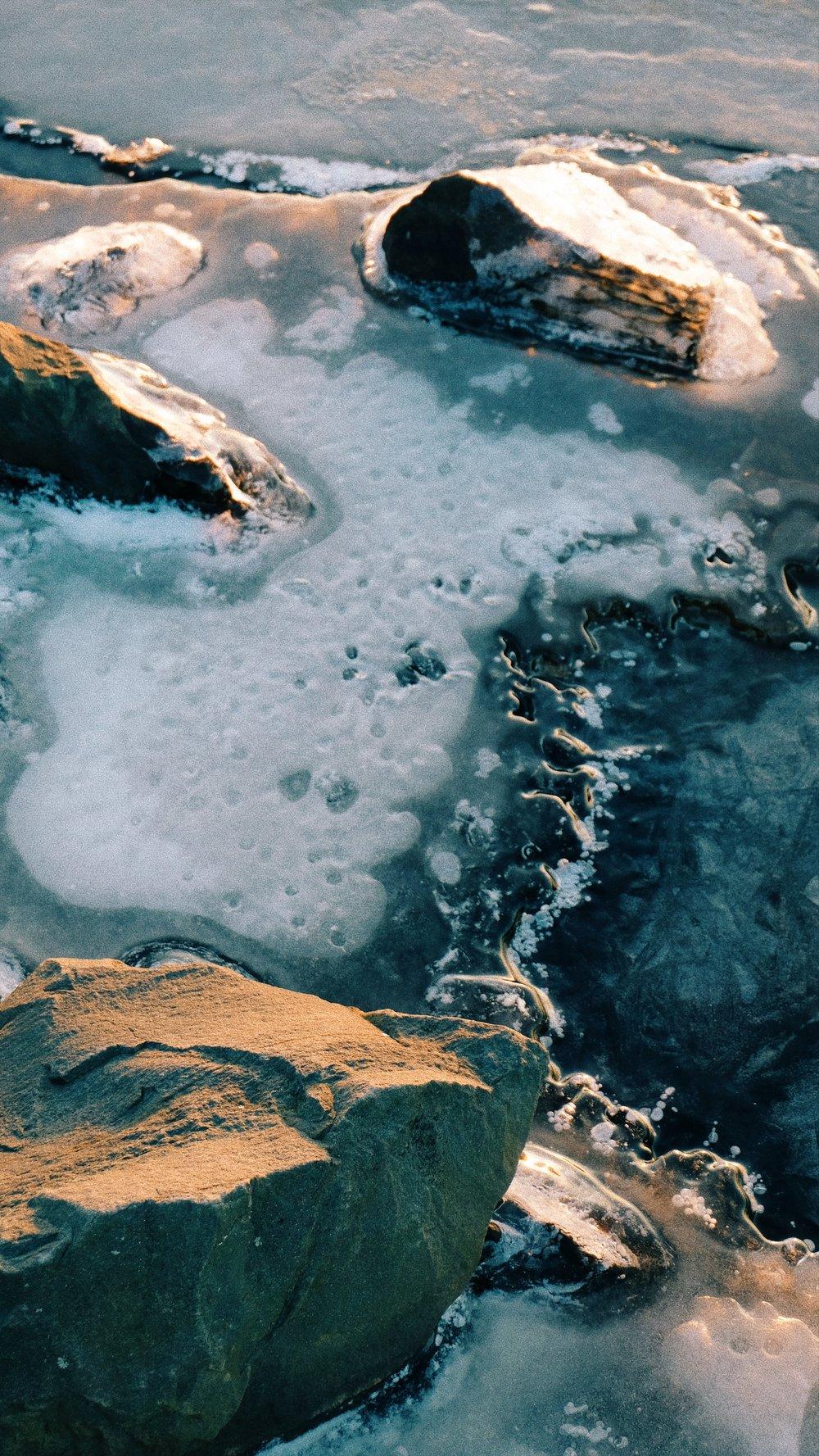 golen-hour-lake-snow-rock.JPG