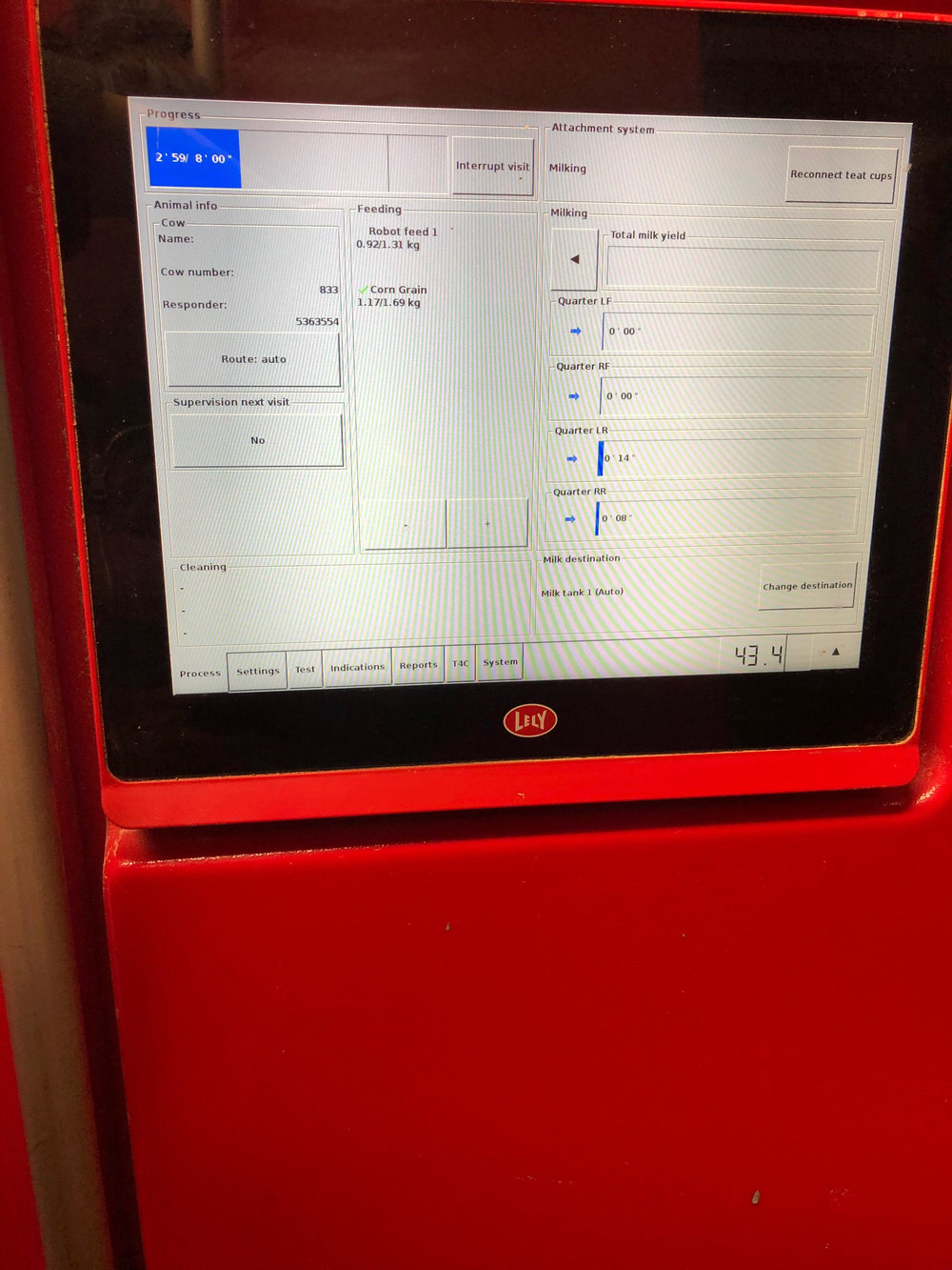 Lely in Action - Display shows cow number, amount of feed, status of each milking quarter and duration of last visit.