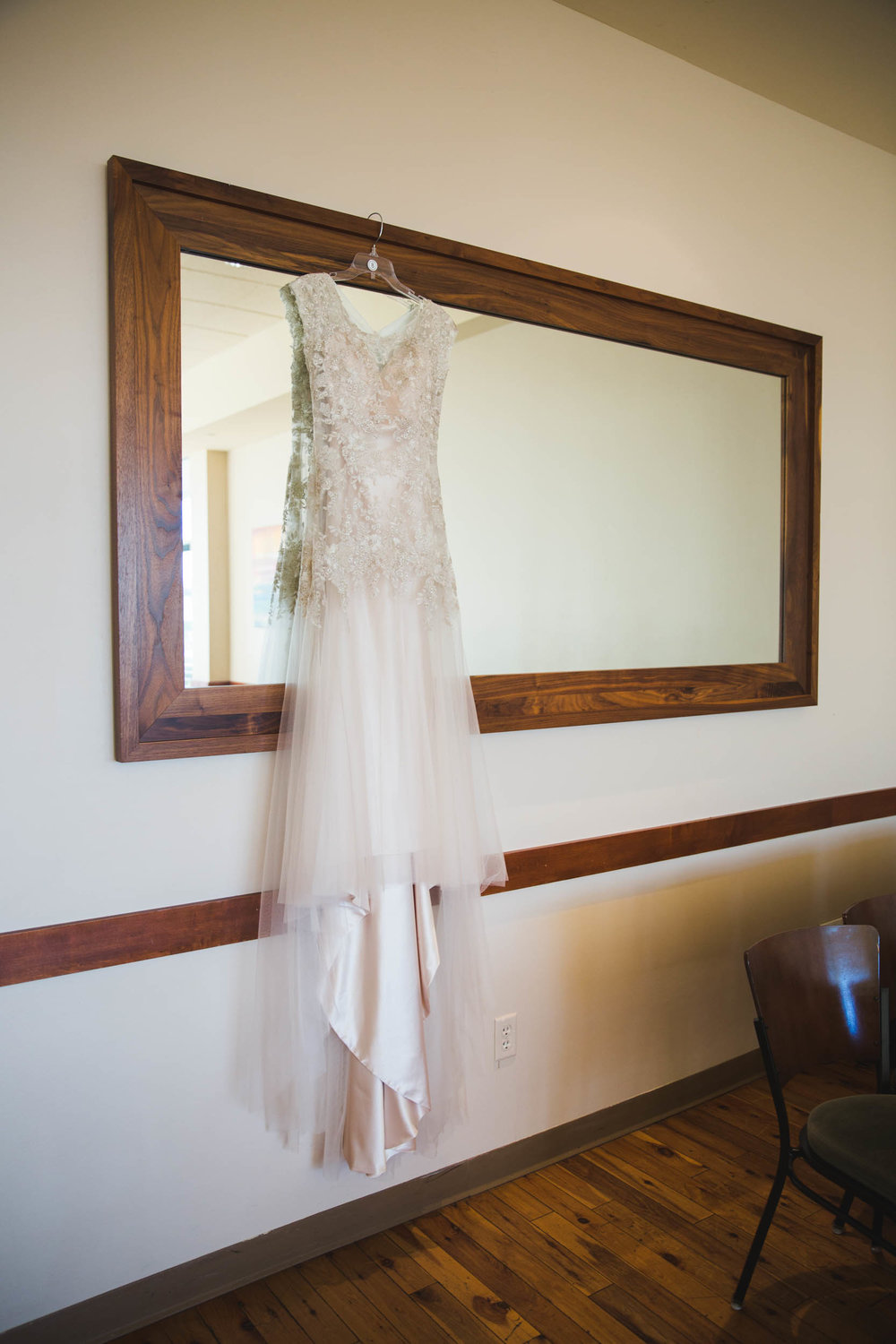 courtney and tom's wedding at pinstripes by anna schultz photography.jpg